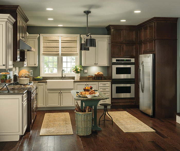 Rustic Kitchen with Contrasting Finishes