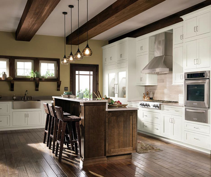 Quartersawn Oak Cabinets In A Rustic Kitchen Masterbrand