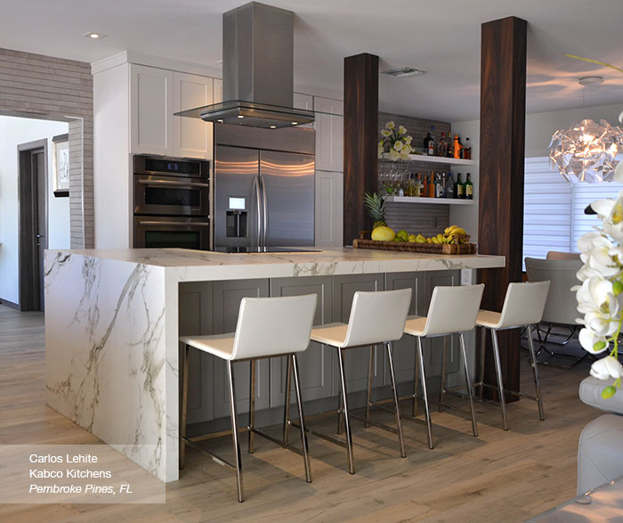 Charmant White Cabinets In The Dover Door Style With A Gray Kitchen Island ...