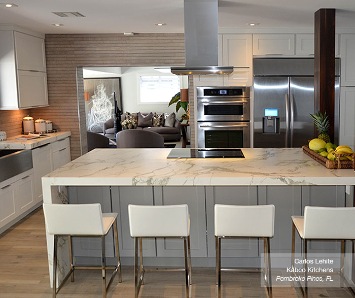 Placard Cuisine Blanc: White Cabinets With A Gray Kitchen Island