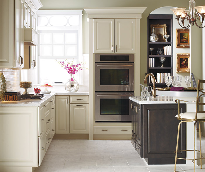 White Kitchen Cabinets Out Of Style: Off White Kitchen Cabinets