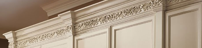 Kitchen cabinets with Enkeboll and crown mouldings