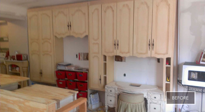 Kitchen before remodel with Decora Cabinets>
