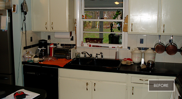 Image of the couple's old kitchen before the renovation.>