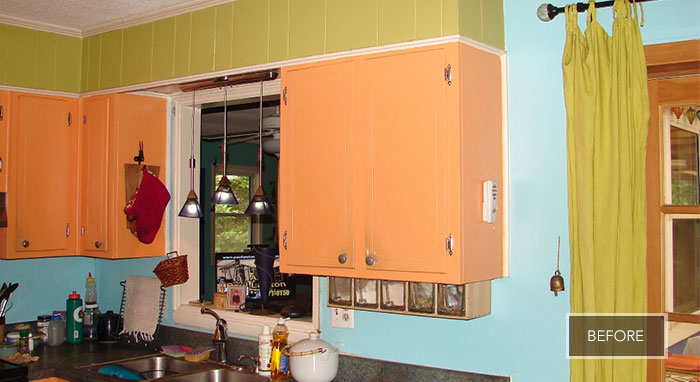 Image of the old and outdated kitchen before it was remodeled>