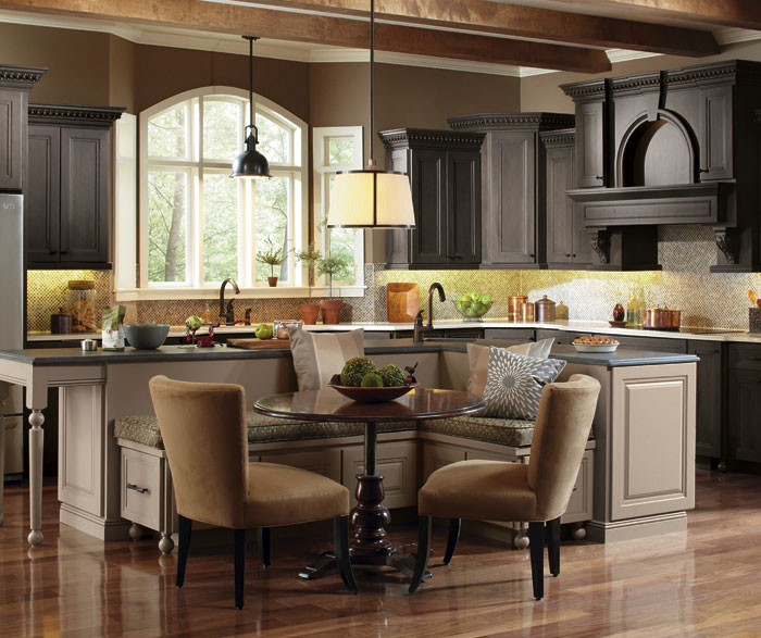 Casual Kitchen With A Large Kitchen Island Masterbrand