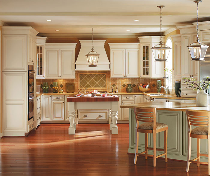 Kitchen Backsplash Off White Cabinets: Off White Cabinets With Glaze In A Traditional Kitchen