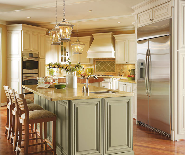 traditional kitchen cabinets white cabinets with glaze in a traditional kitchen 27284
