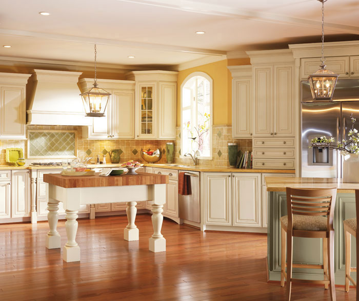 Kitchen Cabinets Off White: Off White Cabinets With Glaze In A Traditional Kitchen