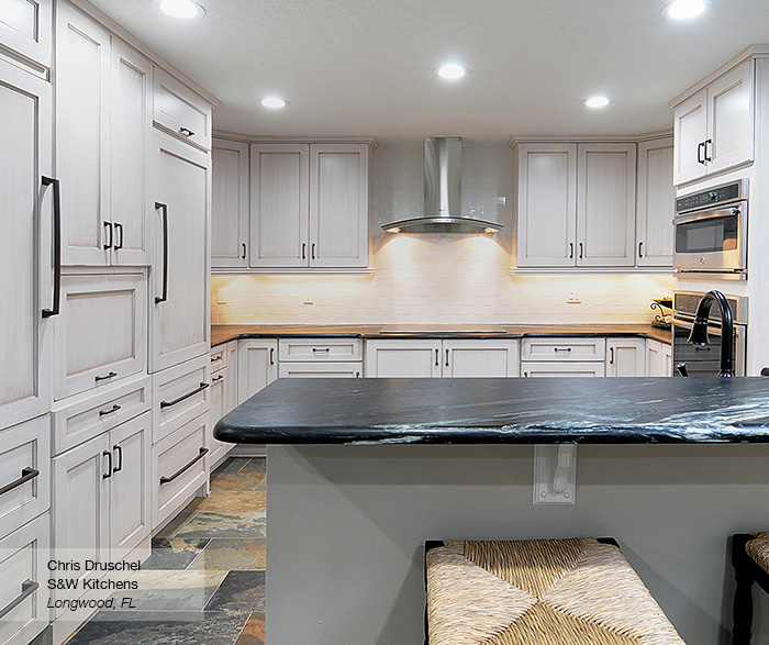 Will White Kitchen Cabinets Stay In Style: Pearl White Shaker Style Kitchen Cabinets