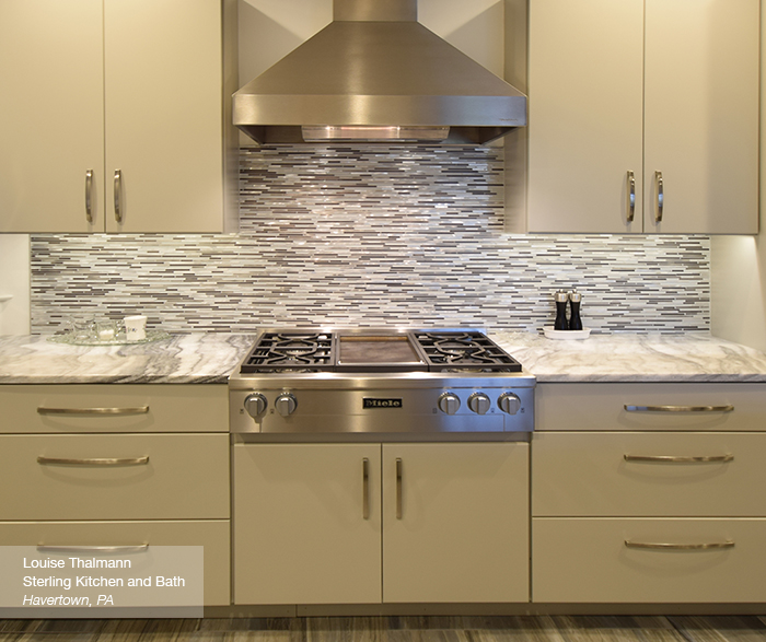 Modern Kitchen With Light Grey Cabinets Masterbrand