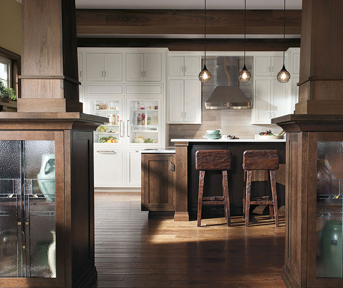 Quartersawn Oak cabinets in a rustic kitchen by Decora Cabinetry